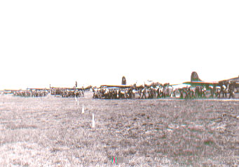 Zillmer photo of B-17's lined up with POWs lining up to board
